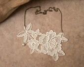 Peony lace necklace ivory