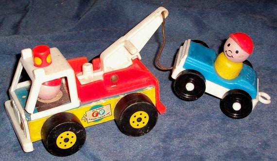 How To Figure Car Payment >> Fisher-Price Toy 718 Little People Tow Truck and Car with LP