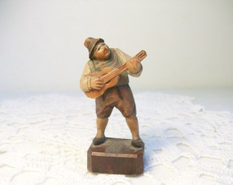 Hand Carved Wooden Painted Man Playing Guitar Free US Ship //