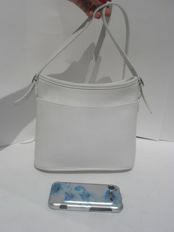 COACH --Authentic Coach ---Simply SWEET ---WHITE Leather Coach Purse ----Fantastic