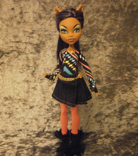 Customized rerooted  Clawdeen with ooak outfit and shoes