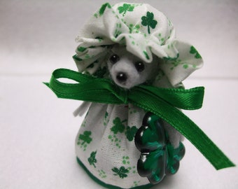 Free Shipping ) Shannon is a Irish Mouse Ornament with a Shamrock Great for Mice Rat Collector Animal lover By Country Mouse Inn  ( 120 )