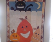 "HALLOWEEN WALL HANGING - ""Things That Grin In The Night"""