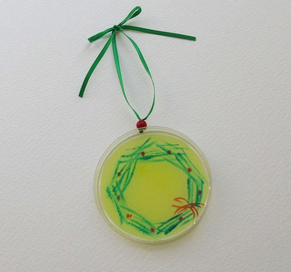 Petri Dish Ornament H6: Microbial Wreath