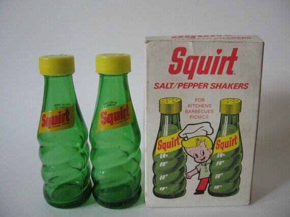 1974 Squirt soda pop salt and pepper shakers original box green glass yellow retro stylin'