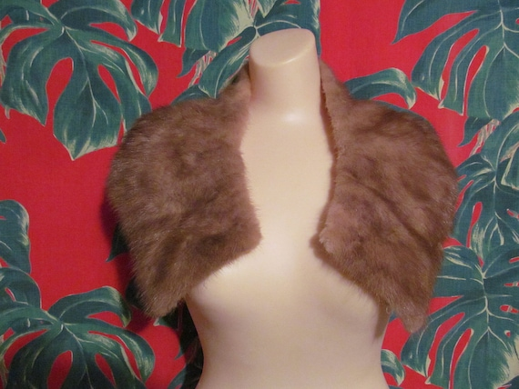 Vintage 50's light brown real fur bombshell stole collar with salmon satin lining