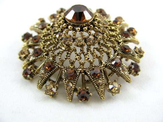 Regal looking Topaz and Gold Brooch/Pin