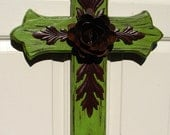 DC031B Large Green Wood Cross with Rustic Rose and Rustic Leaves