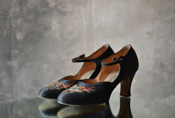 1930S embroidered black satin heels.