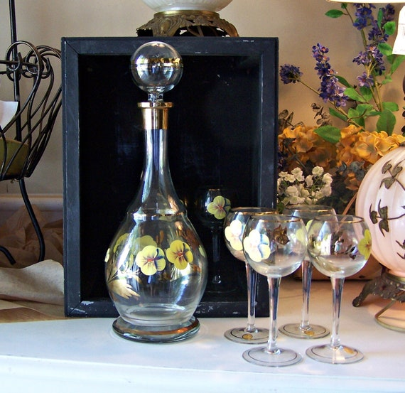Vintage Romanian  Decanter / Carafe and 6 Wine Glasses