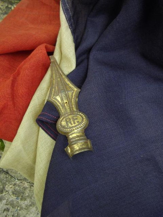 VIVE LA FRANCE shabby chic antique French tricolour flag & toleware Republique Francais finial