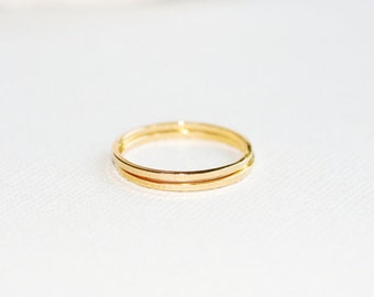 2 SMOOTH GOLD RINGS Size 5-5
