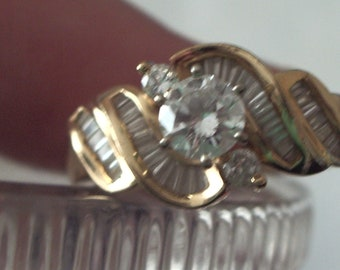 Lovely Women's Estate 14K GOLD Round Diamond and Baguettes Wedding ring Size 6