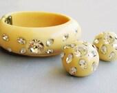 Vintage Weiss Thermoplastic Cream Rhinestone Clamper Bracelet and Earrings