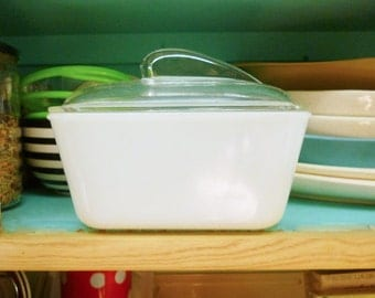1950'S Atomic Space Age Glass Refridgerator Food Storage Container with Fin