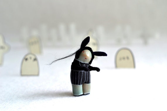 little zombie lydie - halloween decor, figurine