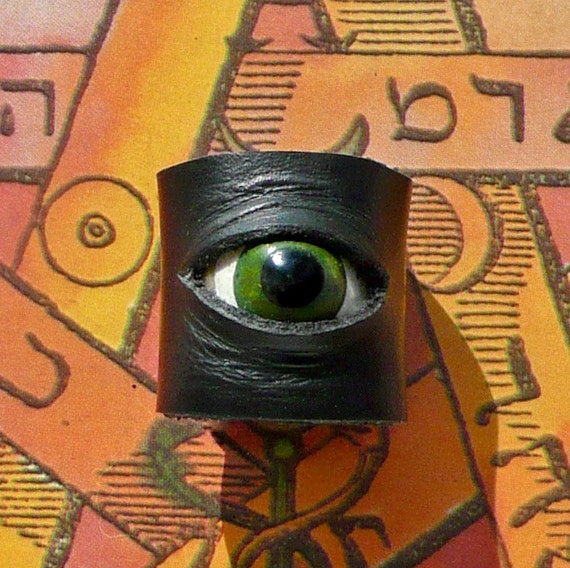 Leather Watcher Ring in Green