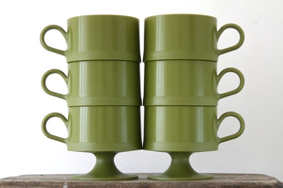 20% Off Marked Price - Vintage Stackable Picnic Cups in Avocado Green - Mid Century Retro Kitchenalia