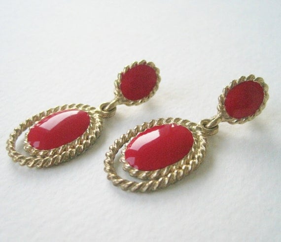 Vintage 80s Nautical Retro Goldtone Rope Twist Red Enamle Oval Dangle Earrings