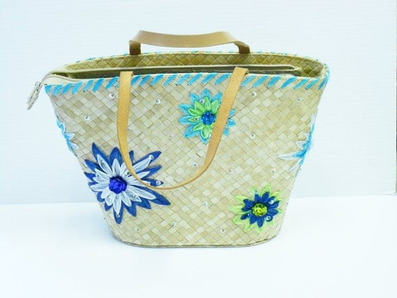 Vintage 1970s straw purse Edin Collins style beach bag with blue flowers