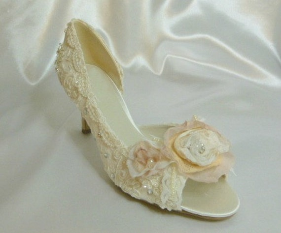 Low Heel Wedding Shoes . Lace Wedding Shoes . Hand Crafted Bridal Shoes .. Vintage Lace Shoes .Low Heels . FREE shipping within the USA