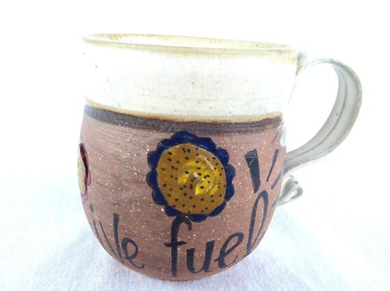 Creative Fuel - Hand Painted - Short, bowl-shaped clay mug with cream rim and elegant handle - Flower design