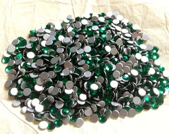 Vintage Swarovski Emerald Flatback Rhinestones Article 2000 ss12 pp24 3.0-3.20 QTY - 26