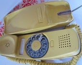 WORKS--Vintage Pretty Yellow Stromberg-Carlson Handset Rotary Phone