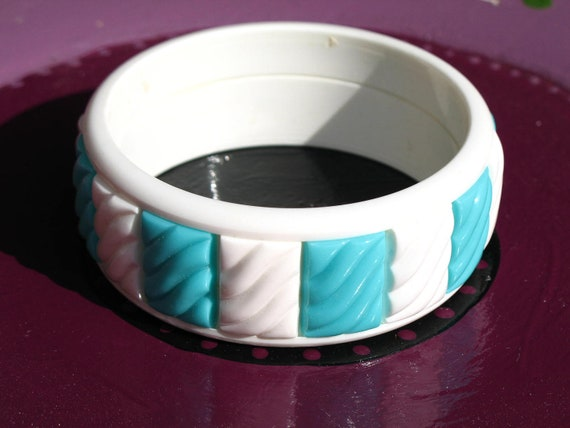 Vintage 60s Mod / 70s Retro / Aqua Blue and White Striped / Color Block / Plastic / Wide / Bracelet / Bangle