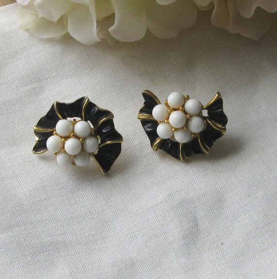 Black and white vintage Trifari flower earrings with clip on backs