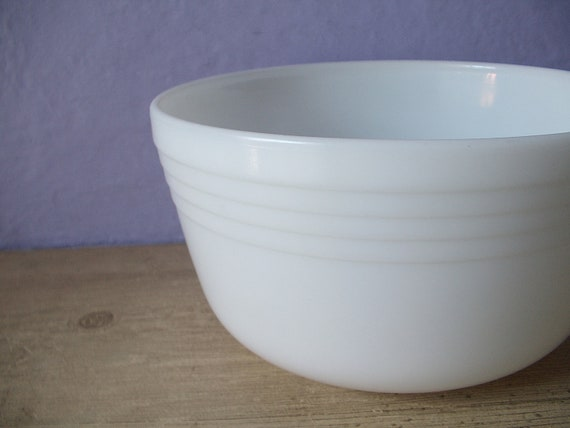 Vintage White Milk Glass Mixing Bowl 1950 S Pyrex By