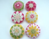 handmade fabric buttons, set of 6 material covered buttons with flowers in yellow pink green white 3cm