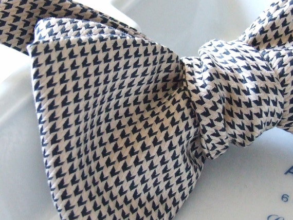 Self tie bow tie, for men, freestyle bowtie, houndstooth quality woven fabric.