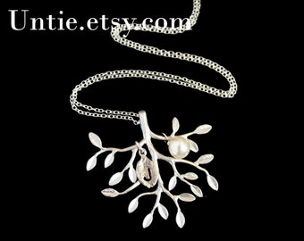 Beautiful Tree of life necklace with pearl and initial leaf, STERLING SILVER, wedding jewelry,family necklace, personalized gift