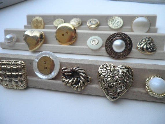 collection of 18 gold button mix . assorted sizes . vintage buttons . destash buttons . no. 32