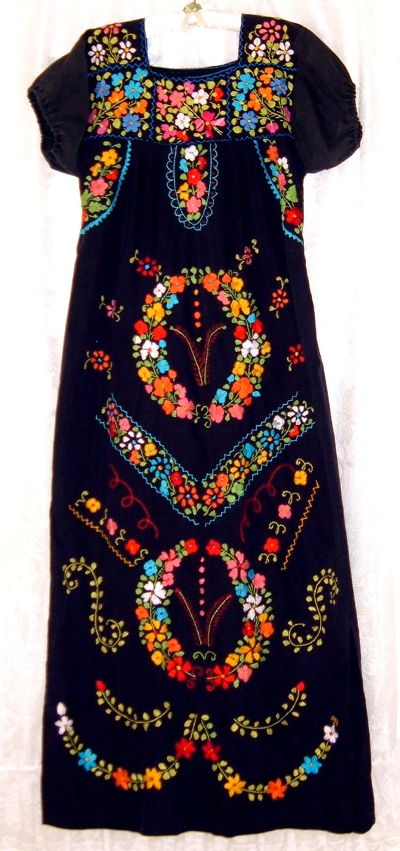 VTG Embroidered Mexican Black Dress with  Beautiful  wreaths of flowers