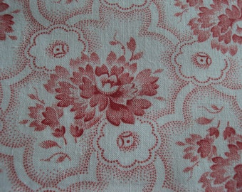 Beautiful Vintage Cotton Fabric Salmon Pink Roses Rosebuds Pillows Patchwork Quilting Lavender Bags Feedsack
