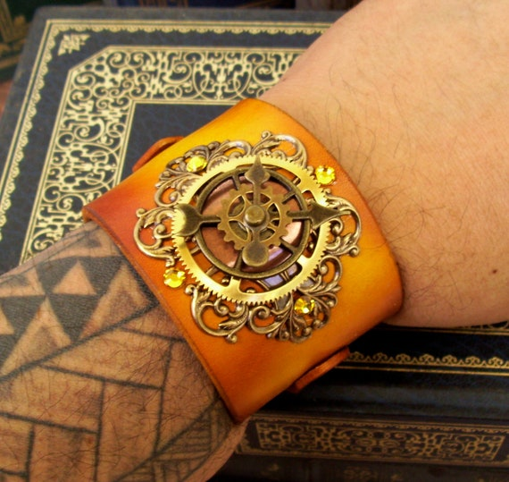 Steampunk Leather Bracelet (C45) - Time Travel Design - Wristband/Cuff - Brass - Yellow Blonde Leather - Gears - Adjustable Straps