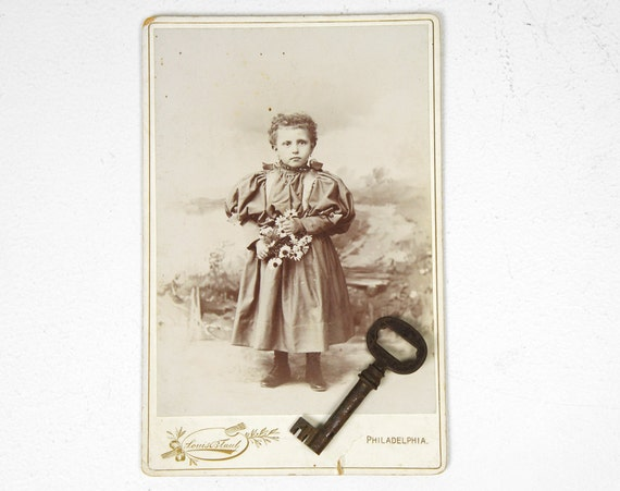 Antique Late 1800's Cabinet Card Photograph - Young Girl w/ Daisy Bouquet