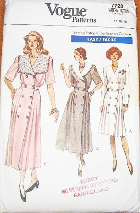 Women's Dress with Double Buttons, Pleated Skirt and Collar Variations - Vintage Vogue Easy Sewing Pattern 7723 - Bust 36-40 - Factory Folds