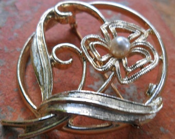 Sara Coventry  Gold tone and Pearl Vintage Brooch