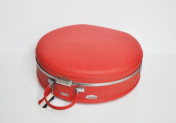 Round American Tourister Tiara Suitcase - Lipstick Red