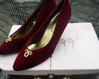 1940s Ladies Fall Pump.Burgandy Velour HEEL. Rhinestone Accented Shoe. Fall Couture Shoe. La La Land