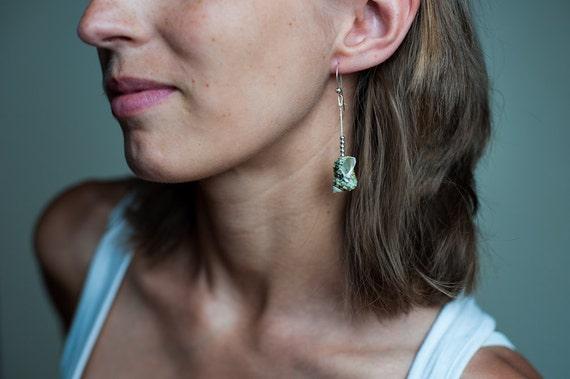 Sea Shell Drop Earrings, Seashell Earrings, Beach Summer Jewelry, Dangling Green Shell Earrings, Summer Earrings, Beach Earrings, Seashell