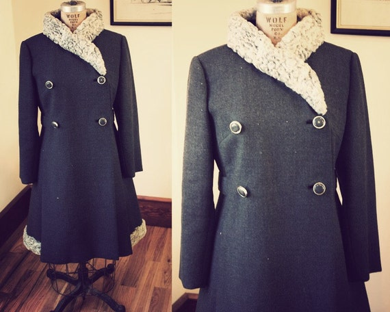 1940's Heather Gray Coat Virgin Wool Tapered Waist Wool Fur Trim Size Small
