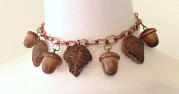 Vintage Choker Necklace, 1930s Era - Celluloid Chain with Wooden Acorns and Leaves