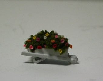 "1/4"" scale Kit : Wheelbarrow and Spring Flowers Kit"
