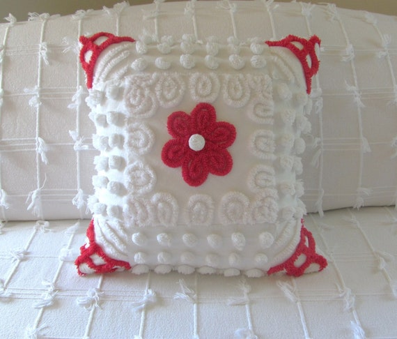 RED DAISY vintage chenille pillow cover 16 X 16 Christmas pillow white chenille pops
