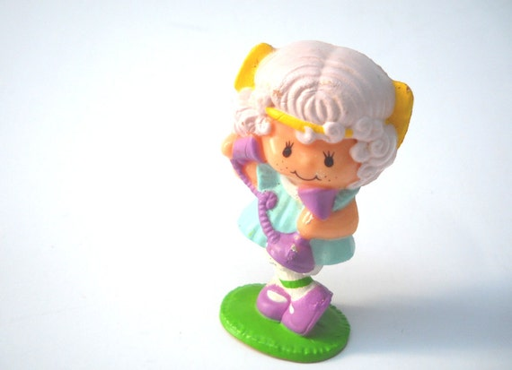 Strawberry Shortcake Mini 1980s Angel Cake with Telephone