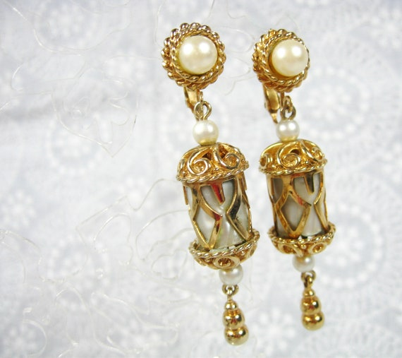 Emmons jewelry set featuring pearl and gold filagree earrings